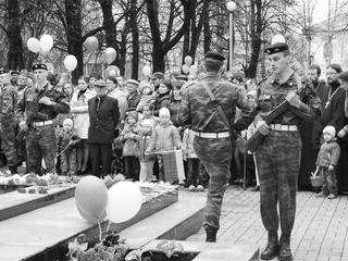 В почетном карауле воспитанники  военно-патриотического клуба «Каскад»