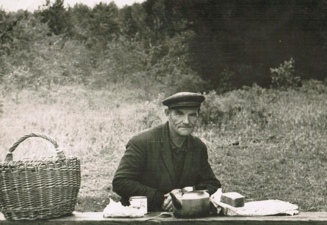 Викентий Алексеевич Малых на рыбалке. 1978 г.