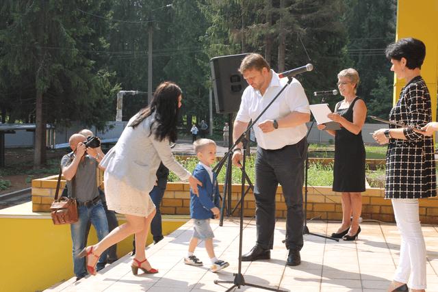 Ключи от квартиры Л.Ю. Бородиной, учителя биологии СОШ №14, получает ее сын Данил