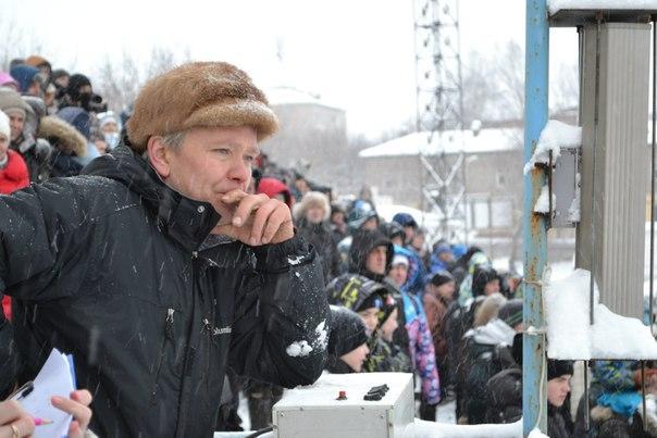 Главный судья и организатор соревнований, чемпион мира, депутат Слободской городской Думы Владимир Николаевич Лумпов.