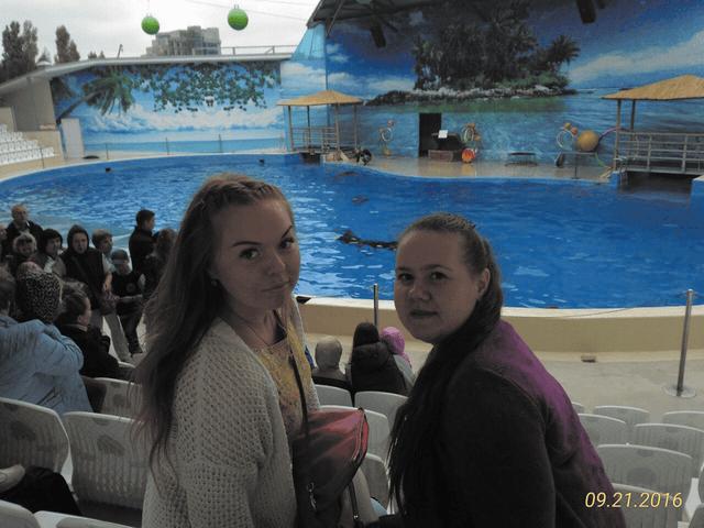 Участницы ансамбля в дельфинарии г. Анапы