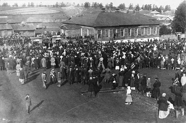 Улица Гласисная. Проводы солдат на Первую Мировую войну