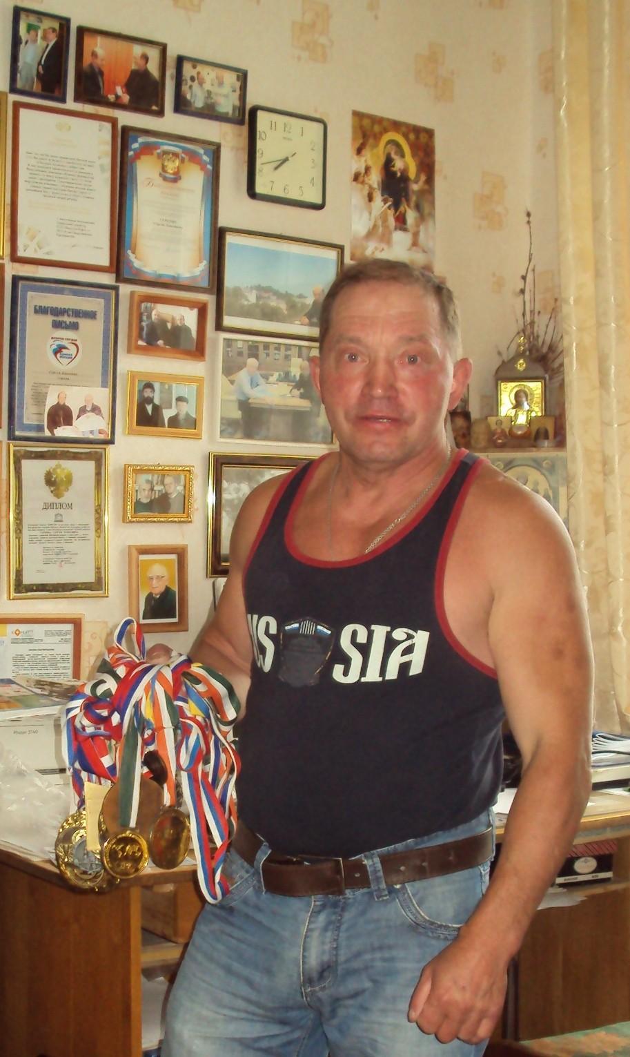 Анатолий с медалями