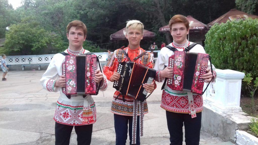 Вятская гармонь в Крыму